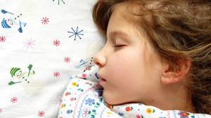 Девчёнка на подушке
